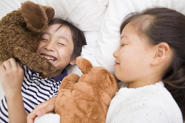 Chỉ cần 1 chú gấu bông, nhiều cha mẹ trên thế giới đã xóa tan cơn tức giận của con bằng cách này - Ảnh 4.