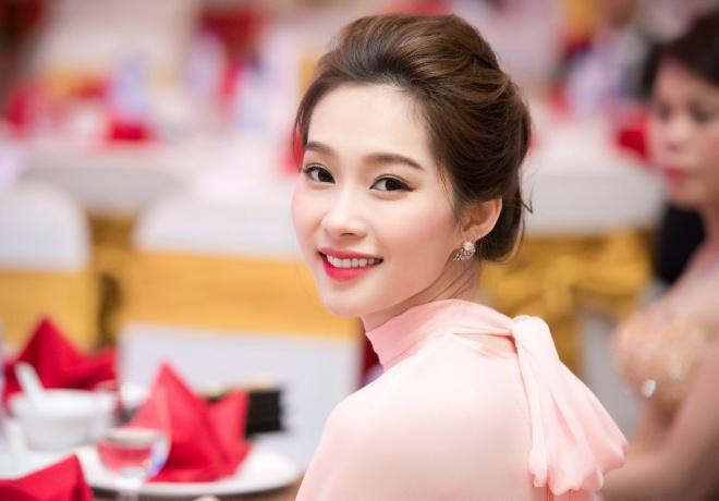 """Ngắm không gian sống của 3 hoa hậu """"ồn ào"""" nhất showbiz Việt năm 2017 - Ảnh 14."""