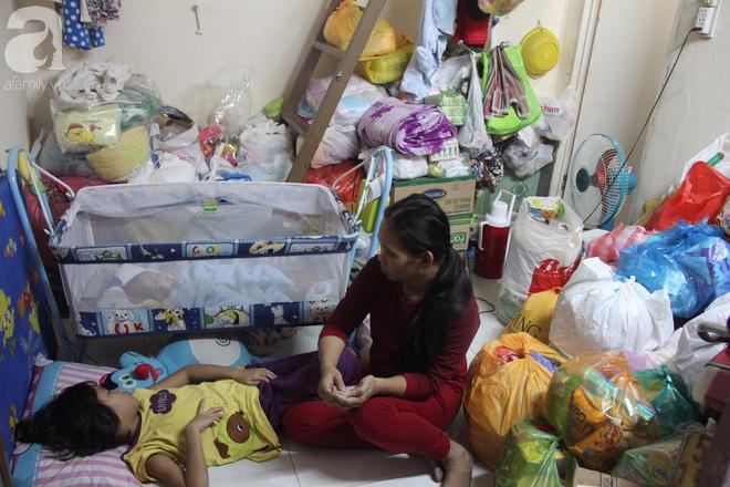 Bé gái 7 tuổi bị bố bỏ rơi, ở nhà trông em 2 tháng tuổi cho mẹ đi giúp việc: Mẹ bảo thứ hai sẽ cho con đi học - Ảnh 2.