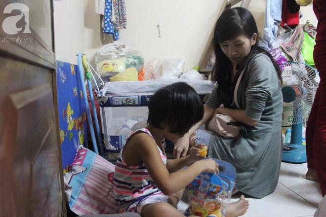 Bé gái 7 tuổi bị bố bỏ rơi, ở nhà trông em 2 tháng tuổi cho mẹ đi giúp việc: Mẹ bảo thứ hai sẽ cho con đi học - Ảnh 6.