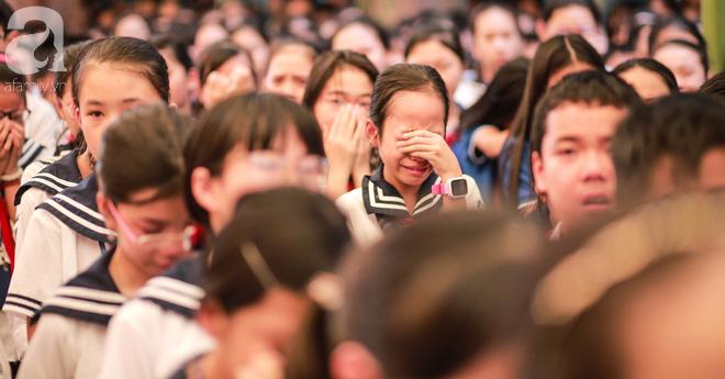 Những hình ảnh xúc động trong lễ tang nhà giáo Văn Như Cương - Ảnh 21.