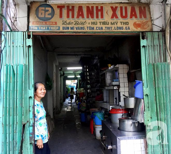 Tiệm hủ tiếu 70 tuổi mà vẫn Thanh Xuân, thôi miên người Sài Gòn bằng hương vị bí truyền - Ảnh 1.