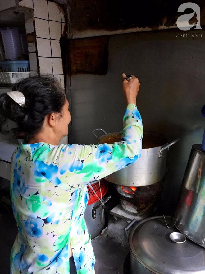Tiệm hủ tiếu 70 tuổi mà vẫn Thanh Xuân, thôi miên người Sài Gòn bằng hương vị bí truyền - Ảnh 6.