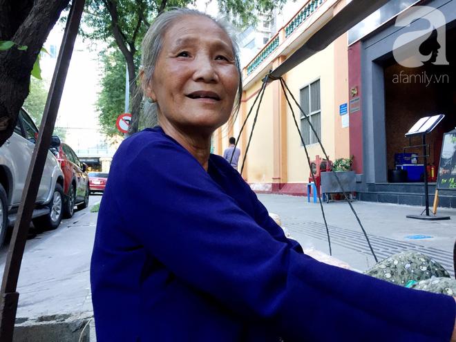 Bà bán rong sáng ăn khoai ế, tối ngủ tập thể 22 nghìn/đêm, ky cóp tiền gửi về quê nuôi chồng - Ảnh 8.