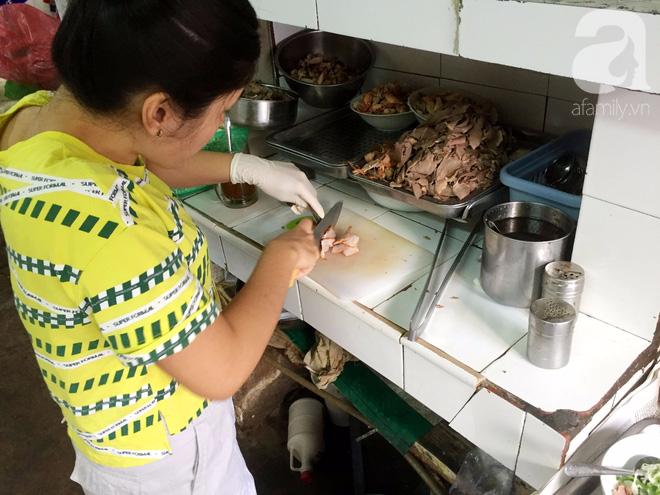 Tiệm hủ tiếu 70 tuổi mà vẫn Thanh Xuân, thôi miên người Sài Gòn bằng hương vị bí truyền - Ảnh 5.