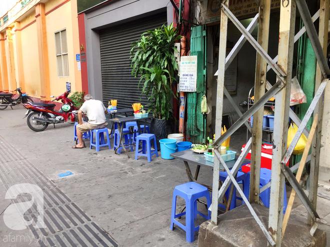 Tiệm hủ tiếu 70 tuổi mà vẫn Thanh Xuân, thôi miên người Sài Gòn bằng hương vị bí truyền - Ảnh 3.