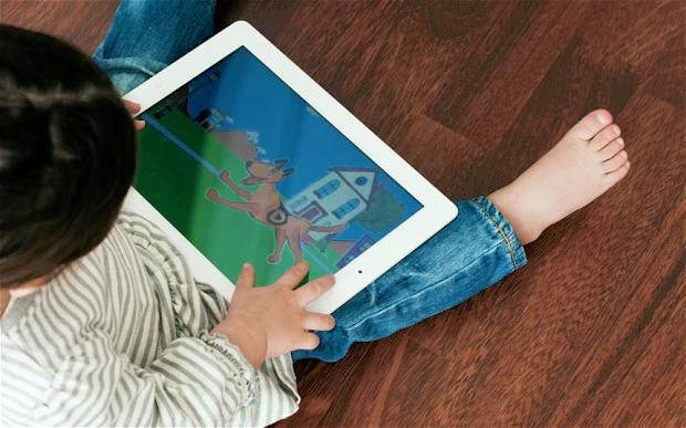 Liên tục xem tivi và ipad trong dịp nghỉ hè, bé gái 6 tuổi lên cơn động kinh và liệt tay trái - Ảnh 4.