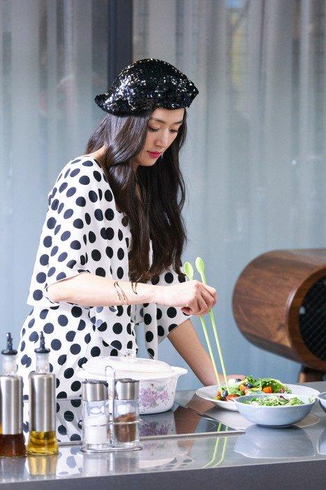 Ngất ngây trước vẻ đẹp ngọt ngào của tiên cá Jun Ji Hyun trong tiệc sinh nhật - Ảnh 2.
