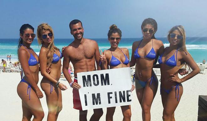 Chàng trai có trách nhiệm nhất quả đất khi đi du lịch luôn cầm tấm bảng Mom, Im fine để trấn an mẹ mình - Ảnh 21.