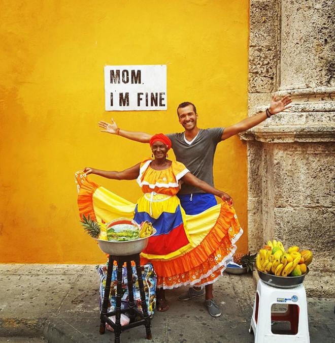 Chàng trai có trách nhiệm nhất quả đất khi đi du lịch luôn cầm tấm bảng Mom, Im fine để trấn an mẹ mình - Ảnh 16.