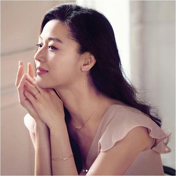 Mợ chảnh Jun Ji Hyun bùng nổ nhan sắc dù đang mang bầu tháng thứ 4 - Ảnh 4.
