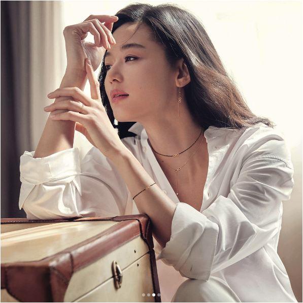 Mợ chảnh Jun Ji Hyun bùng nổ nhan sắc dù đang mang bầu tháng thứ 4 - Ảnh 3.