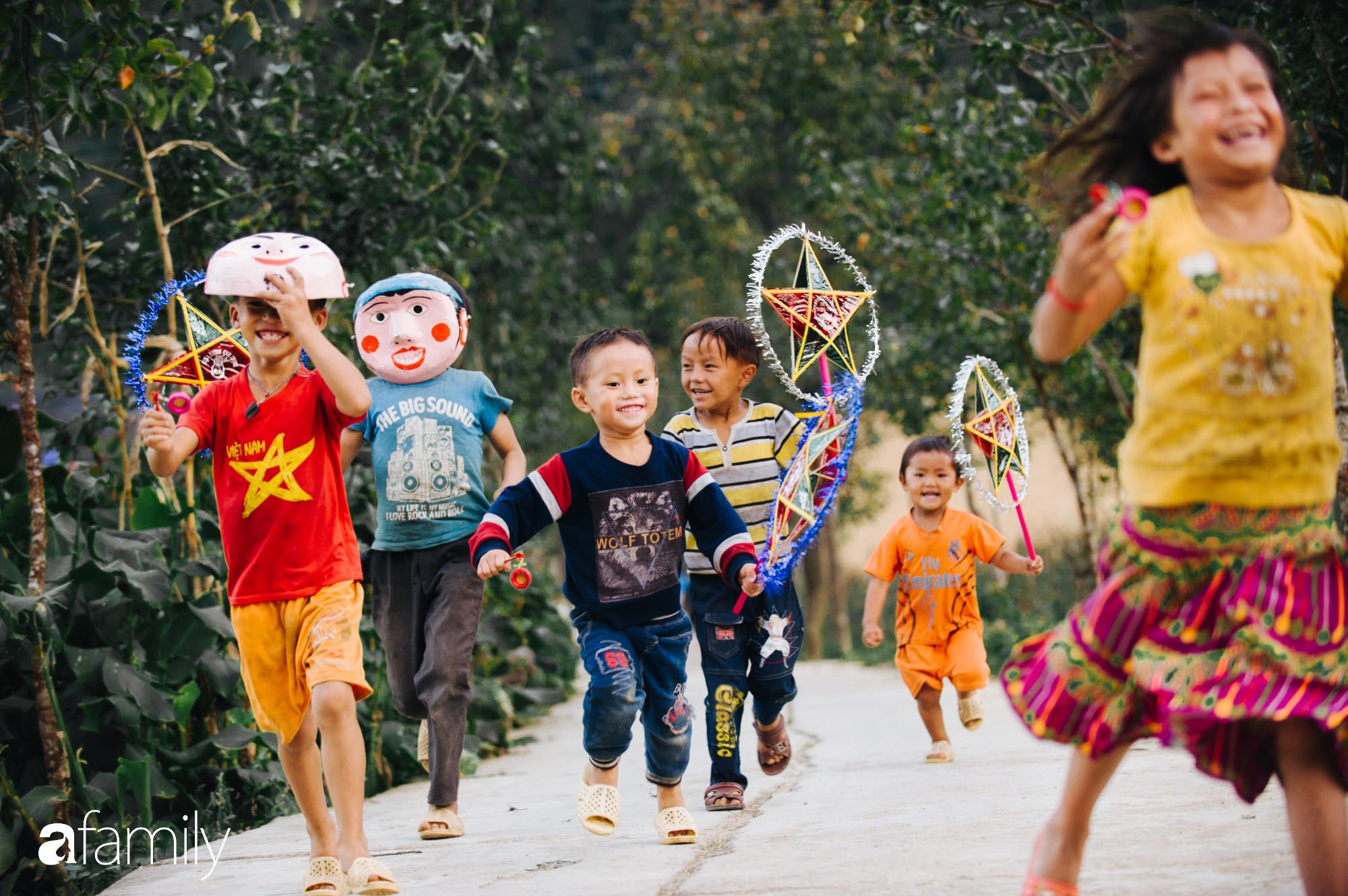 Mang Tết Trung Thu cho những đứa trẻ vùng cao nguyên đá, chúng tôi đổi lấy được nụ cười giòn và tươi như nắng - Ảnh 20.