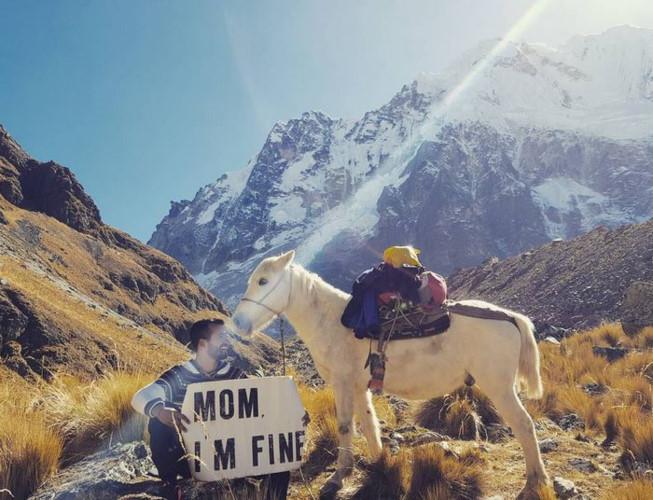 Chàng trai có trách nhiệm nhất quả đất khi đi du lịch luôn cầm tấm bảng Mom, Im fine để trấn an mẹ mình - Ảnh 27.