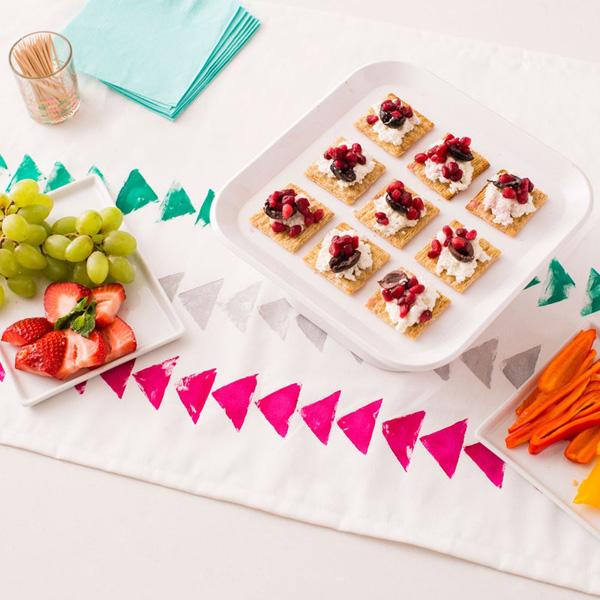 Mách bạn 3 cách làm mới khăn trải bàn đơn giản đẹp tinh tế - Ảnh 9.
