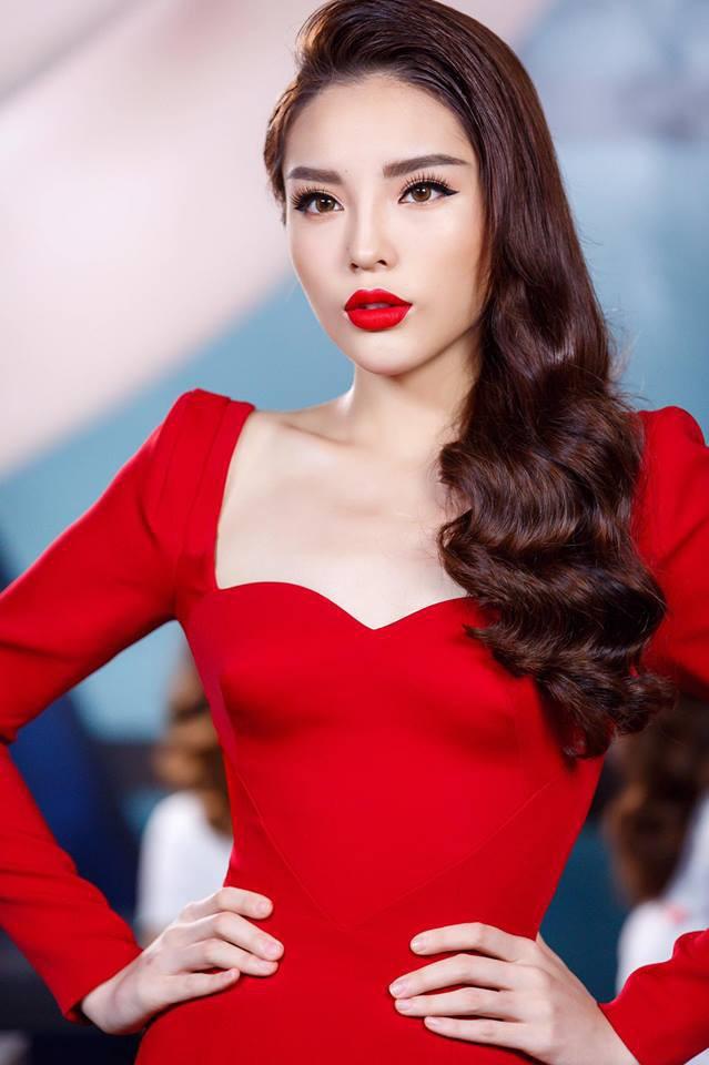 Mặc cùng kiểu váy với Kỳ Duyên, Ngọc Trinh không những kém sang mà còn tụt giảm phong độ vì... kiểu tóc - Ảnh 6.