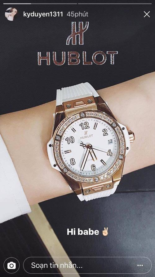 Khoe ảnh street style ở Milan, Kỳ Duyên lại khiến fan trầm trồ với chiếc đồng hồ tiền tỉ - Ảnh 4.