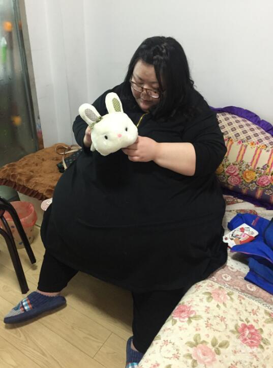 Hành trình cay đắng của người phụ nữ béo nhất Trung Quốc từng nặng 244 kg vừa giảm xuống 95kg - Ảnh 2.