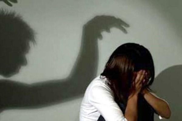 Phú Thọ: Bé gái 4 tuổi bị xâm hại <a taget='_blank' data-cke-saved-href='http://phunuvagiadinh.vn/tag/tinh-duc' href='http://phunuvagiadinh.vn/tag/tinh-duc'><i>tình dục</i></a> khi đi xem bóng chuyền với mẹ - Ảnh 1.