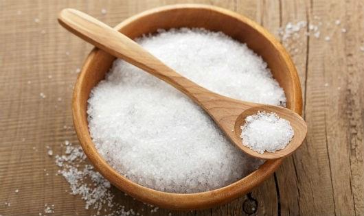Với tay lấy mấy nguyên liệu bếp nhà có cả đống, đũa gỗ, muỗng gỗ sẽ chẳng còn mùi ẩm mốc khó chịu nữa - Ảnh 1.