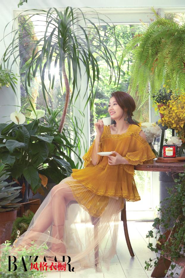 Quý cô Lâm Tâm Như trẻ trung mướt mắt giữa rừng xanh - Ảnh 8.