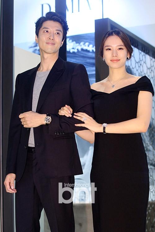 Gã đào hoa Lee Dong Gun săn sóc tỉ mỉ cho vợ mang bầu - Ảnh 2.