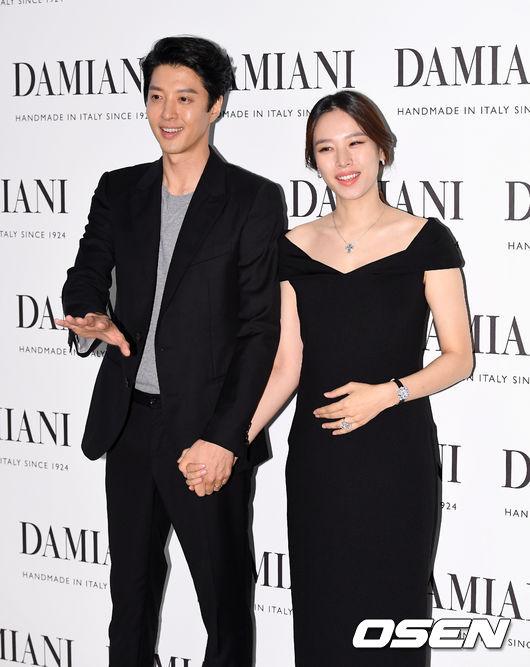 Gã đào hoa Lee Dong Gun săn sóc tỉ mỉ cho vợ mang bầu - Ảnh 6.
