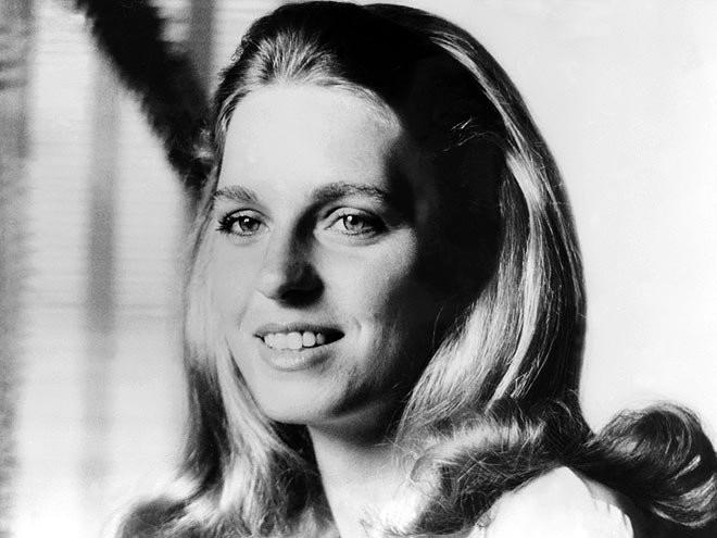 Trước Meghan Markle, 7 người phụ nữ Mỹ nổi tiếng này đã từng tiến thân vào gia đình Hoàng gia - Ảnh 8.