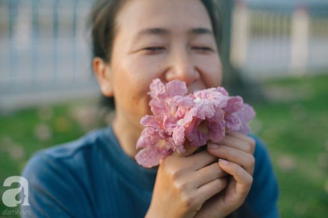 Một ngày nắng chói chang, ngắm hoa kèn hồng để thấy lòng lịm mát giữa Sài Gòn - Ảnh 4.
