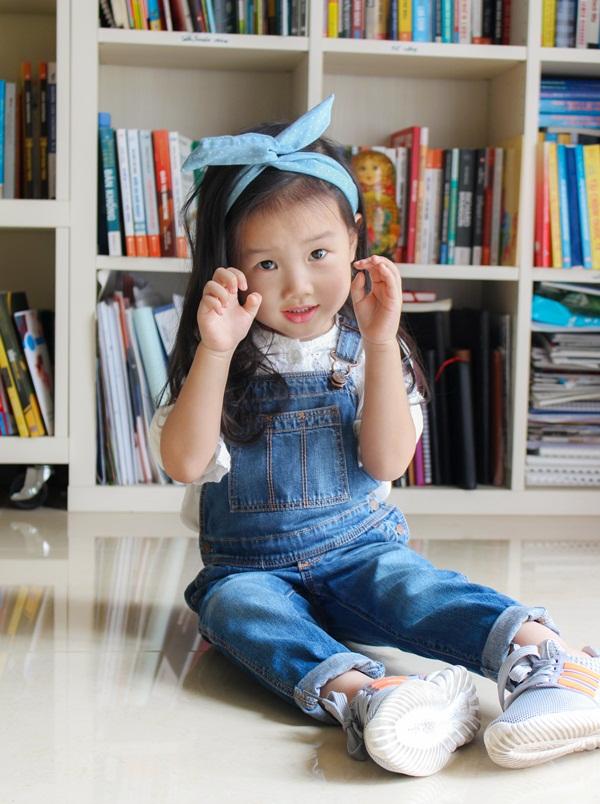 """Cô bé 3 tuổi khiến người lớn kinh ngạc khi nói """"Chúc mừng năm mới"""" bằng 11 thứ tiếng - Ảnh 9."""
