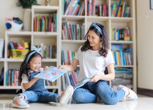 """Cô bé 3 tuổi khiến người lớn kinh ngạc khi nói """"Chúc mừng năm mới"""" bằng 11 thứ tiếng - Ảnh 5."""