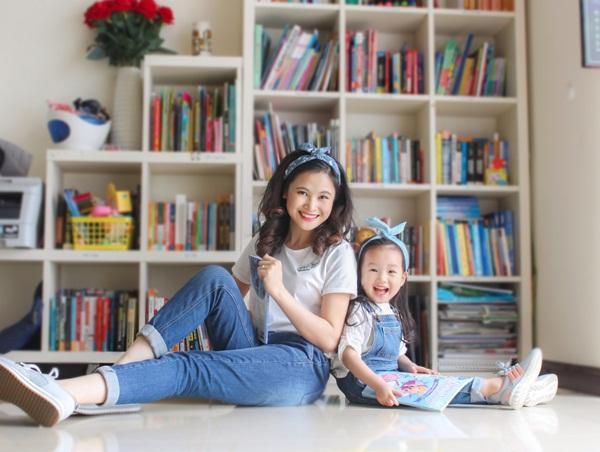 """Cô bé 3 tuổi khiến người lớn kinh ngạc khi nói """"Chúc mừng năm mới"""" bằng 11 thứ tiếng - Ảnh 4."""