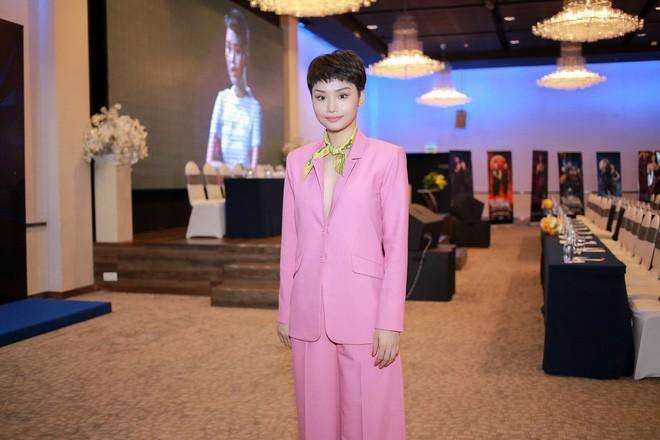 Không ngờ các người đẹp Việt lại có cách diện suit táo bạo như thế này - Ảnh 18.