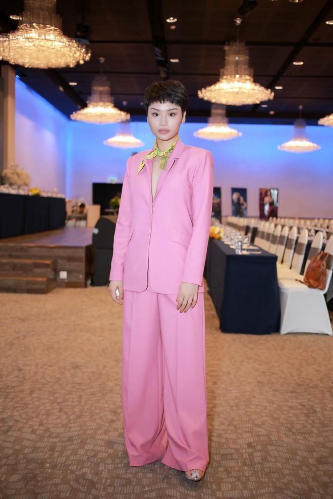 Không ngờ các người đẹp Việt lại có cách diện suit táo bạo như thế này - Ảnh 19.