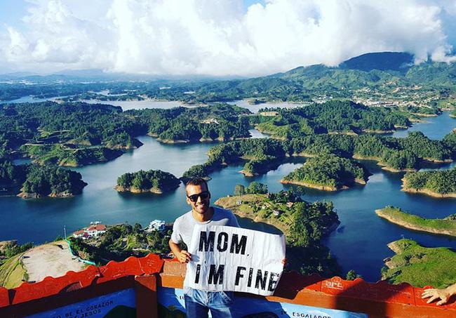 Chàng trai có trách nhiệm nhất quả đất khi đi du lịch luôn cầm tấm bảng Mom, Im fine để trấn an mẹ mình - Ảnh 32.