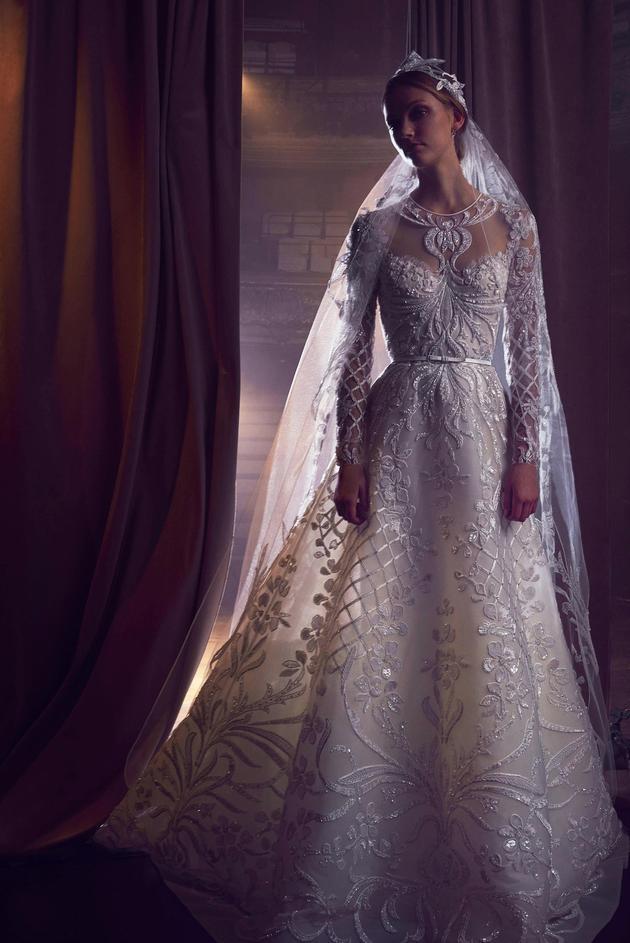 Nhìn lại 4 lần khoác lên mình bộ váy cưới và dự đoán chiếc váy mà Song Hye Kyo sẽ chọn mặc ngày 31 này  - Ảnh 9.