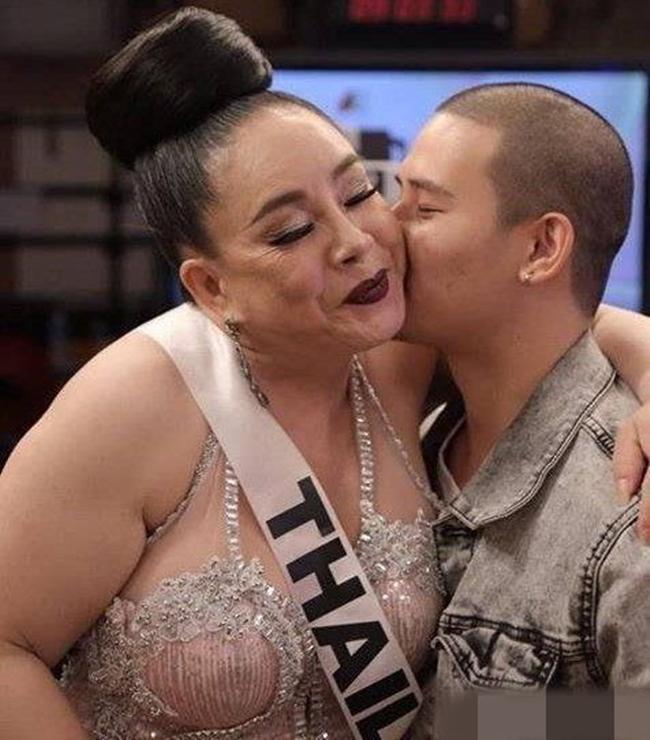 Tuyển chồng đáp ứng yêu 28 lần/ ngày, nữ đại gia Thái Lan đang mắc phải căn bệnh đáng sợ - Ảnh 1.
