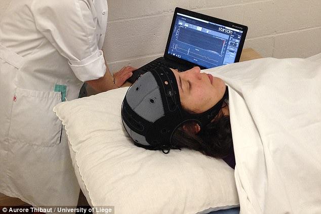 Kích thích trực tiếp dòng điện xuyên sọ đem lại hi vọng mới cho bệnh nhân chết não - Ảnh 1.