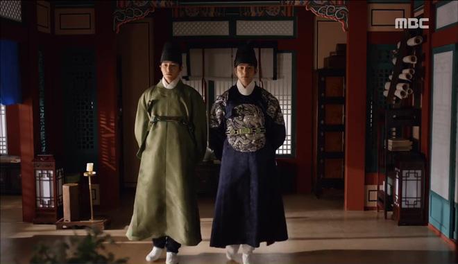 Mặt nạ quân chủ: Chỉ trong một tập Thái tử Yoo Seung Ho mất cả bố, mẹ và người yêu - Ảnh 9.