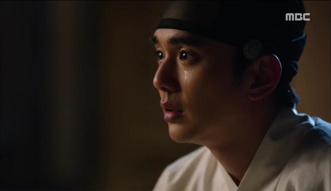 Mặt nạ quân chủ: Chỉ trong một tập Thái tử Yoo Seung Ho mất cả bố, mẹ và người yêu - Ảnh 5.