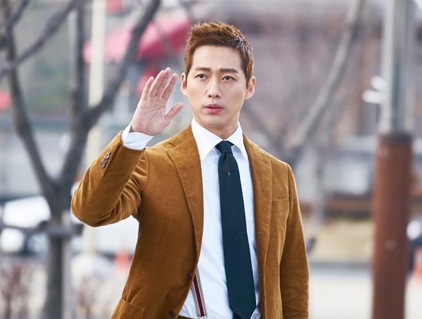 Chief Kim - Bộ phim này có gì hot mà đánh bại cả bom tấn của Lee Young Ae - Song Seung Hun? - Ảnh 2.