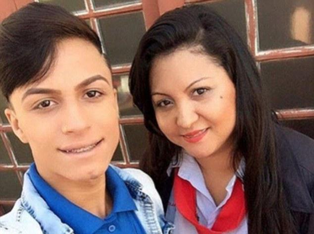 Mẹ đâm con trai đến chết vì con là người đồng tính - Ảnh 1.