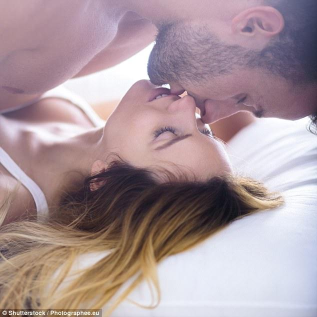 Tình đến thế này với phụ nữ khác nhưng nhiều đàn ông vẫn không chịu thừa nhận đó là hành vi ngoại tình - Ảnh 1.