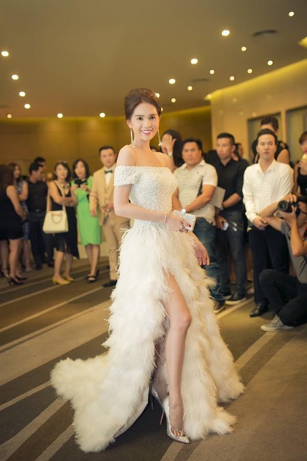 Vừa ồn ào chuyện dao kéo, Hoa hậu Đại dương lại đụng hàng váy áo với loạt người đẹp  - Ảnh 2.