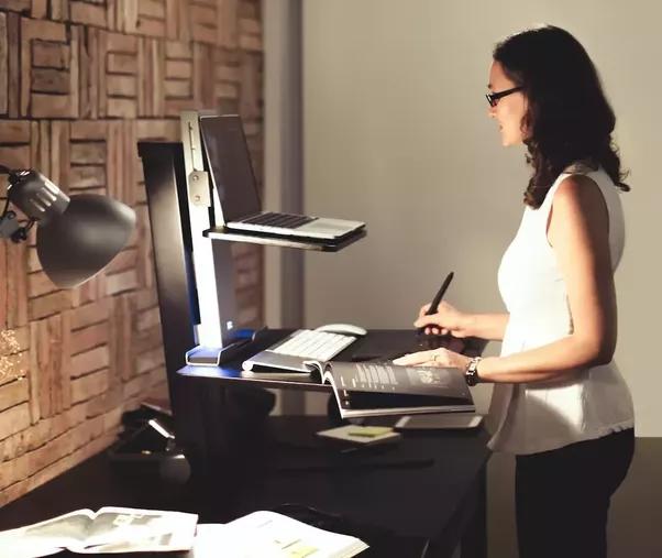 5 cách để đảo ngược tác hại của việc ngồi lỳ nhiều giờ bên bàn làm việc - Ảnh 2.