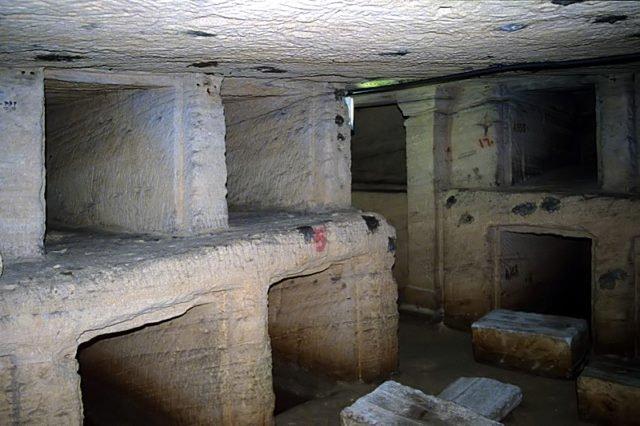 Phát hiện khu hầm mộ đồ sộ nghìn năm một cách tình cờ nhờ công của một con lừa - Ảnh 4.