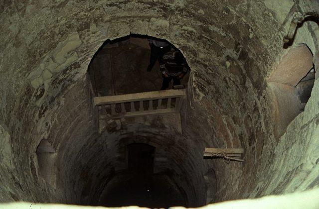 Phát hiện khu hầm mộ đồ sộ nghìn năm một cách tình cờ nhờ công của một con lừa - Ảnh 3.