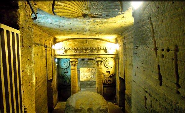Phát hiện khu hầm mộ đồ sộ nghìn năm một cách tình cờ nhờ công của một con lừa - Ảnh 6.