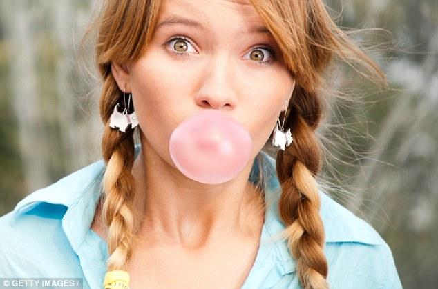Ăn nhiều kẹo cao su, bánh mì làm tăng nguy cơ mắc bệnh truyền nhiễm - Ảnh 1.