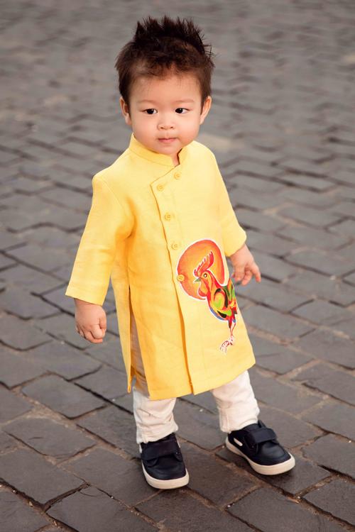 Khi các bé xúng xính trong tà áo dài ngày Tết, mẹ như thấy cả mùa xuân - Ảnh 42.